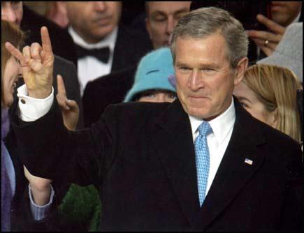 Bush saluda con cuernos