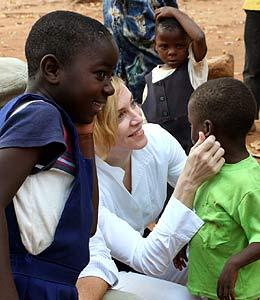 Madonna secuestra niño negro 1
