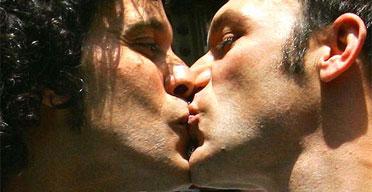 Zerolo besa a otro maricón
